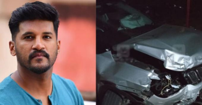 vijay-yesudas-s-car-collided-with-another-car