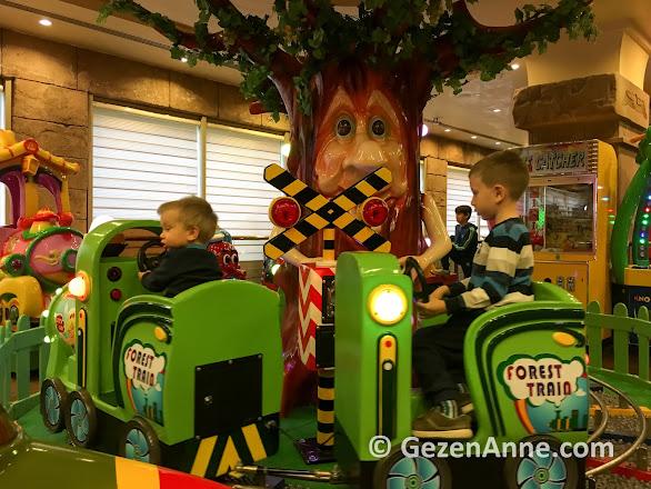 eğlence merkezinde trene binen çocuklarım, Rixos Belek