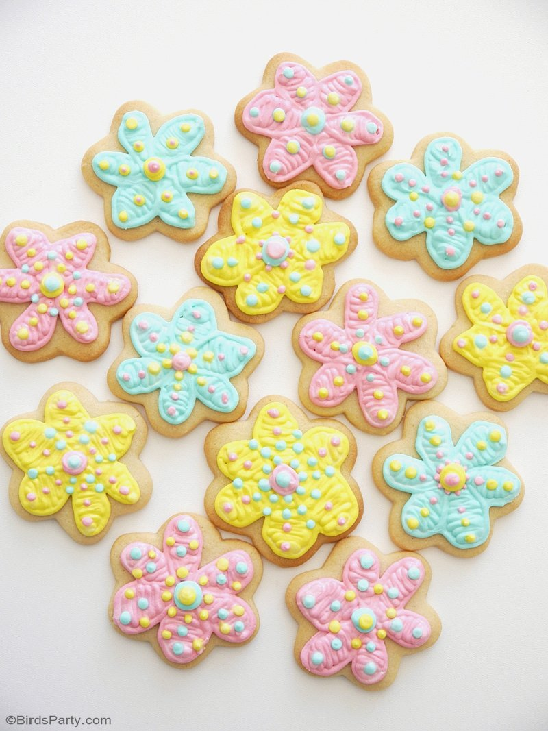 How To Decorate Flower Cookies The Easy Way Party Ideas Party Printables Blog