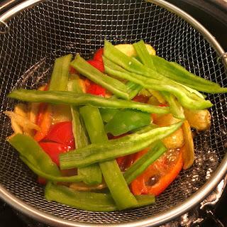 pollo-con-verduras-patatas-pimiento-rojo-pimiento-verde