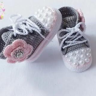 Converse con Flores a Crochet