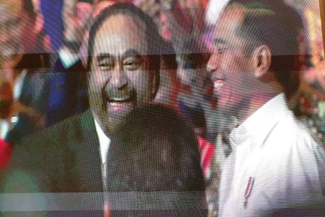 Surya Paloh Peluk Presiden PKS, Jokowi Akui Cemburu