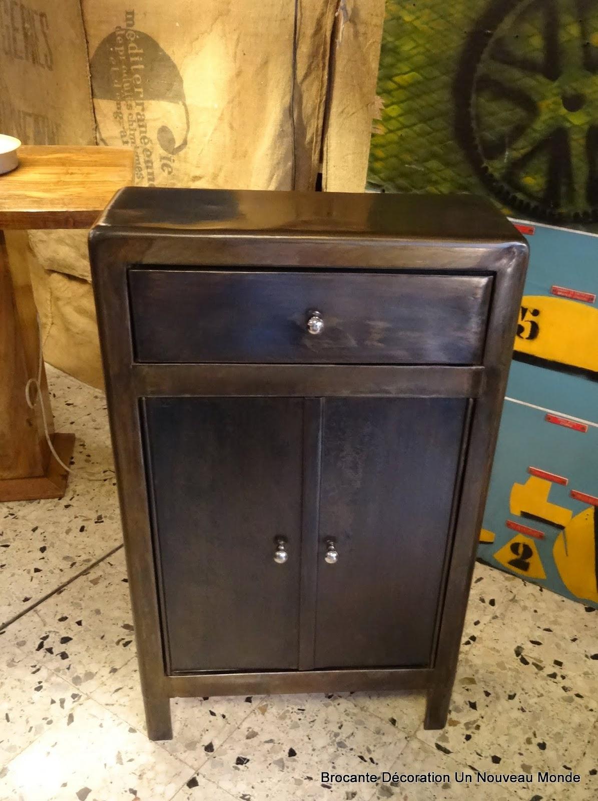 Brocante d coration un nouveau monde petit meuble d - Petit meuble d appoint salon ...