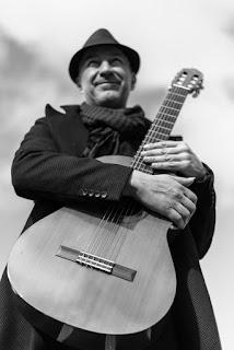 Chitarrista del gruppo Bonayres