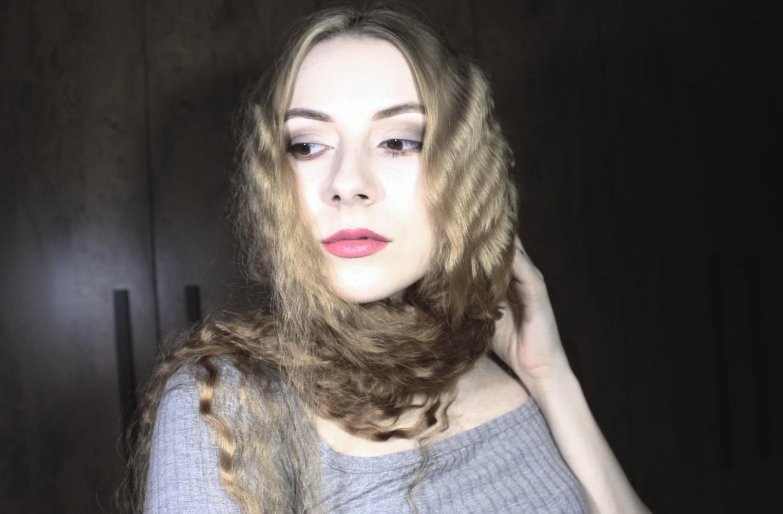 long and curly golden blonde hair, Liz Breygel