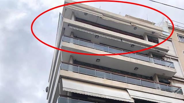 Κακοκαιρία «Ωκεανίς»: Έπεσαν κάγκελα με τζαμαρία από μπαλκόνι στο Κολωνάκι λόγω των ανέμων
