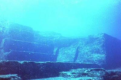 La piramide sommersa di Yonaguni