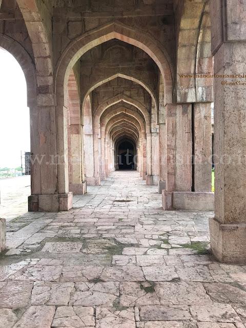 Information about jami masjid mandu