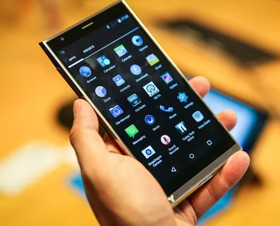 Lets Review The Turing Appassionato : A Strong Smartphone From a Company With A Rough Past