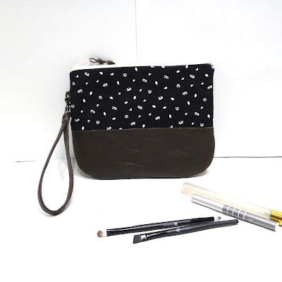 Женская сумка барсетка: кожа и хлопок. Размер 20х17см. Ремешок для запястья съемный. Ручная работа. Единственный экземпляр