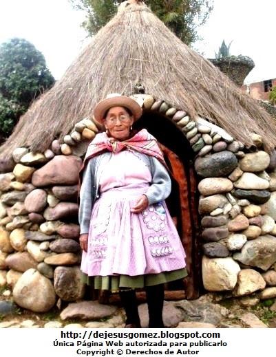 Foto de mujer anciana huancaina en Ingenio Huancayo. Foto de anciana de Jesus Gómez
