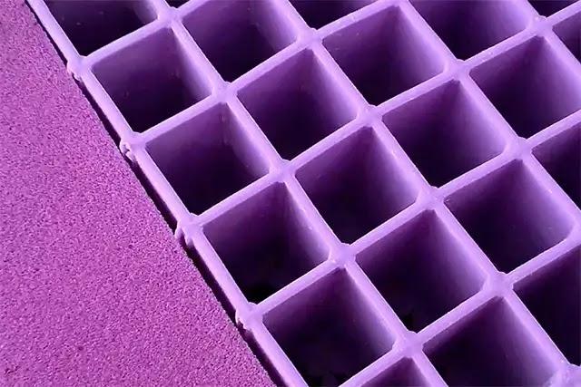 Petekli silikon jel yataklar, vücut ağırlığının oluşturduğu basınca ters tepki vererek, havada yüzüyormuş gibi hissetmenizi sağlar.