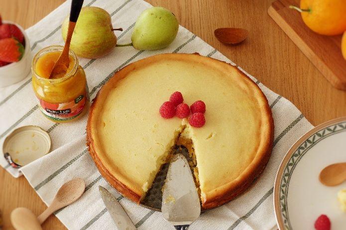 tarta de queso con frambuesas y mermelada