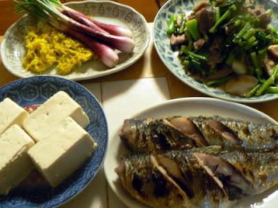 夕食の献立 献立レシピ 飽きない献立 野良坊菜炒め 菊とエシャレット ニシン塩焼き 豆腐