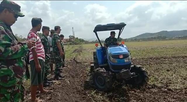 Kerjasama Kepala Desa Nanggulan dengan Babinsa Cawas Percepat Olah Lahan