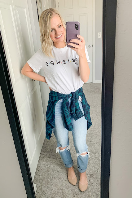 Mom jeans with a graphic tee and flannel #momjeans