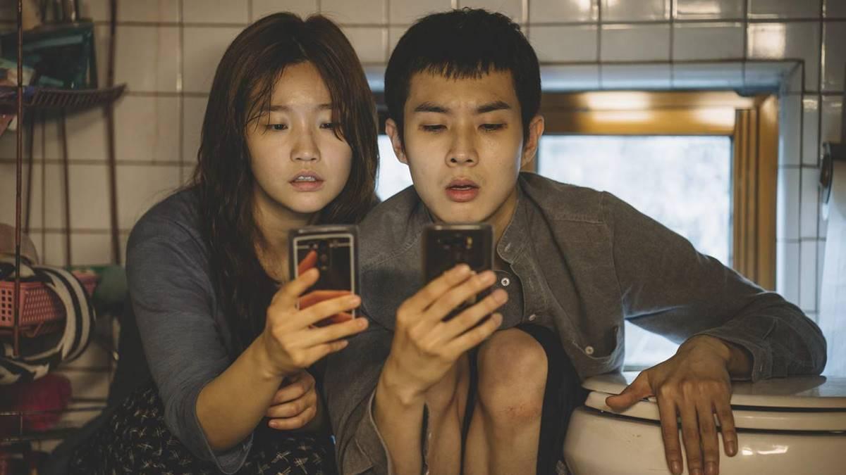 Ki Jung dan Ki Woo saat mencari akses WiFi
