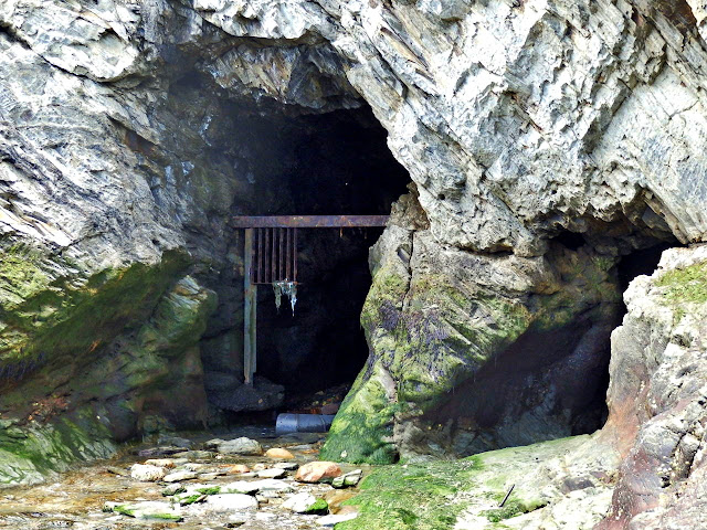 Caves at Spit Beach, Cornwall, at low tide