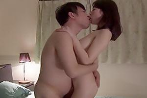 바람피는 남편에게 복수하기위해 남편친구와 불륜하는 아내~ Misaki Honda