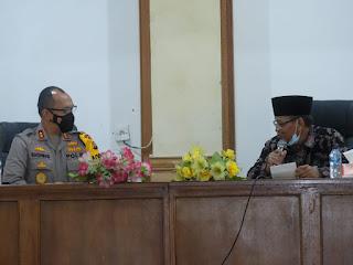 Kapolda Jambi Silahturahmi Ke MUI Provinai Jambi.