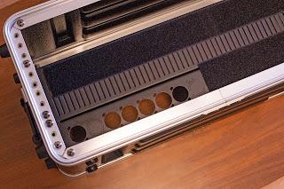 機材の取り付けにはマジックテープを使用