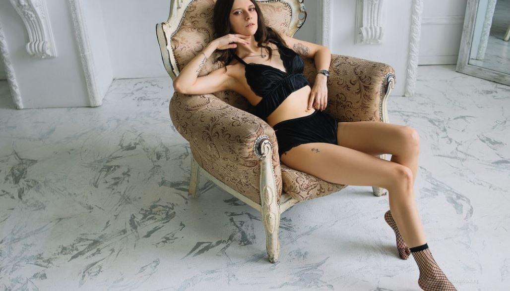 https://www.glamourcams.live/chat/ShanaConley
