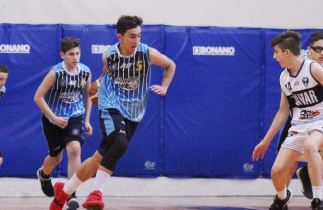 Zustovich, de apenas 14 años, debuta en Liga en Peñarol de Mar del Plata