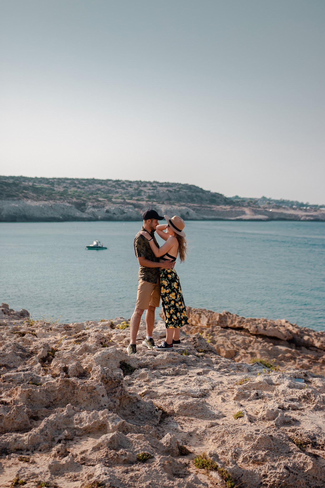 Przylądek Cape Greco, klify, turkusowa woda, co zobaczyć na Cyprze