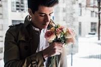 Wie verhält sich ein unglücklich verliebter Mann?