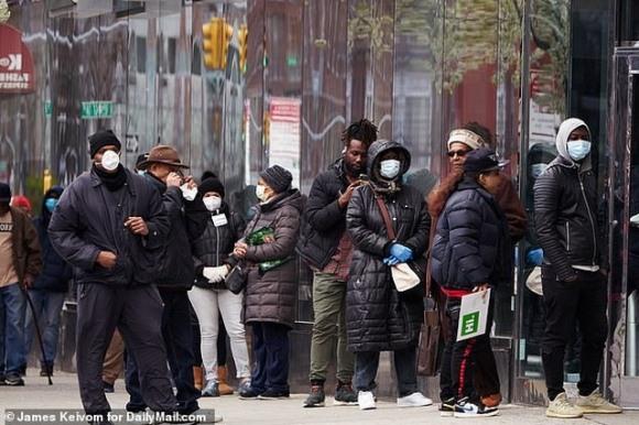Chỉ thở hoặc nói chuyện cũng có thể lây lan virus corona