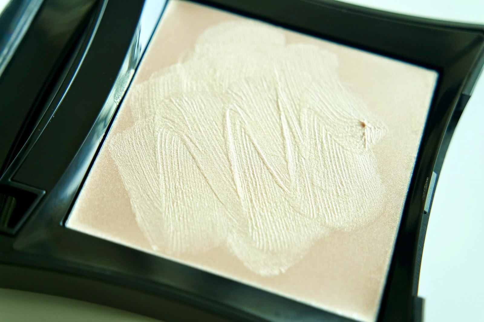 Illamasqua highlighter closeup