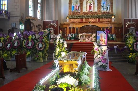 Ngày thứ Ba: Kính viếng và cầu nguyện cho Đức cha Phanxicô Xaviê Nguyễn Văn Sang - Ảnh minh hoạ 17
