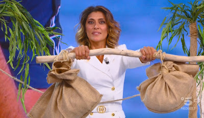 Elisa Isoardi prova sacchetti resistenza isola dei famosi 7 maggio