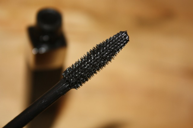 d964b6a86ad I think before we get started in the review - you should know that I simply  love thick, volumizing, intense mascara formulas, so more than likely any  review ...