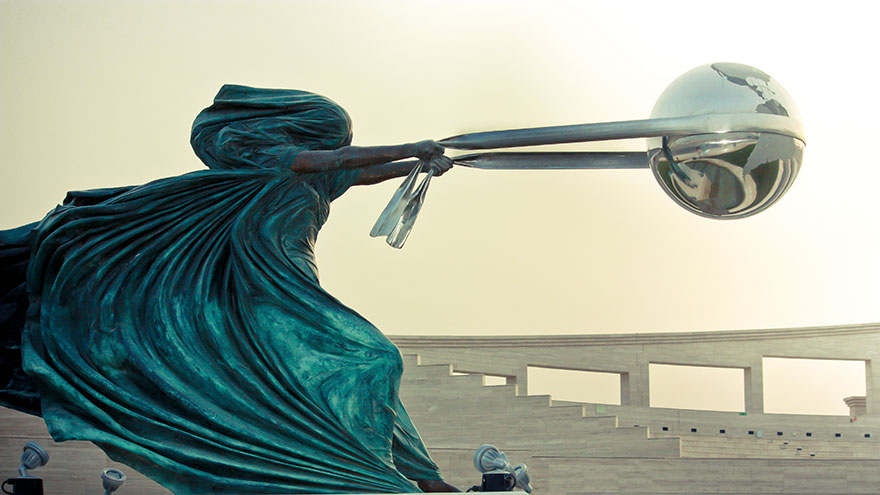 42 Of The Most Beautiful Sculptures In The World - The Force Of Nature By Lorenzo Quinn