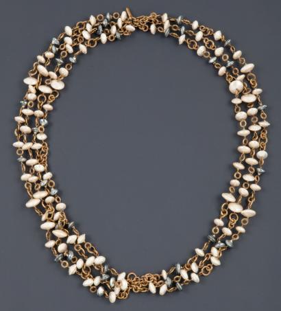 6c3a3904351 Gripoix pour CHANEL circa 1984 Collier composé de sept rangs de perles  baroques