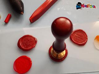 timbro di ottone per come creare il sigillo con colla a caldo