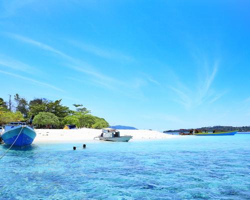 Tinuku Travel Lihaga Island a dreamland snorkeling, sunbathe on white sand powder and spend night in tent