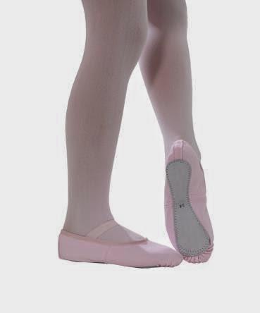 ccf26b0403 Normalmente usada por crianças ou iniciantes. Essas sapatilhas costumas vir  com elástico no peito do pé já costurados e ter forro em algodão.