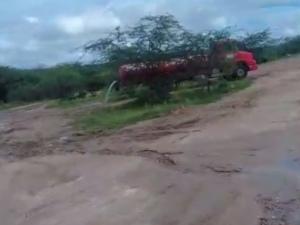 Pipeiros flagrados jogando água fora são notificados pelo Exército em Pariconha