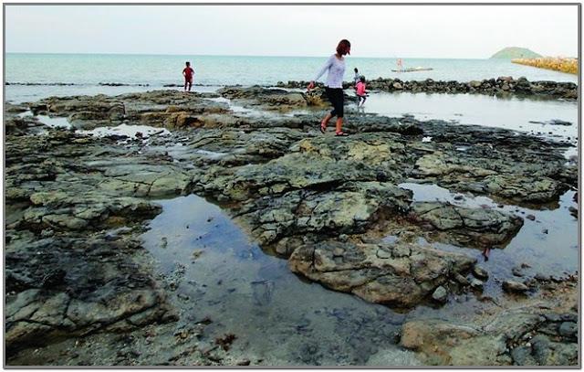 Pantai Kerrong;10 Top Destinasi Wisata Gresik;