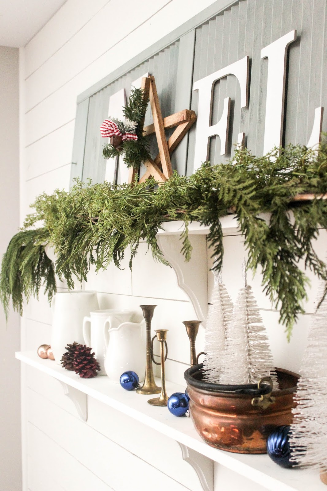 christmas shelf decor ideas