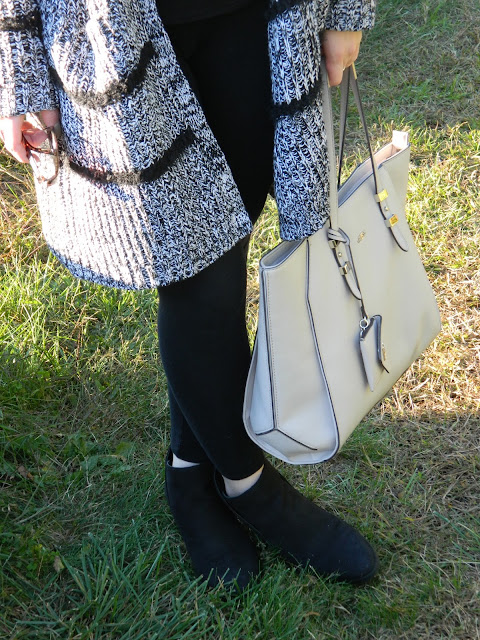 black-and-white-cardigan-outfit-for-fall