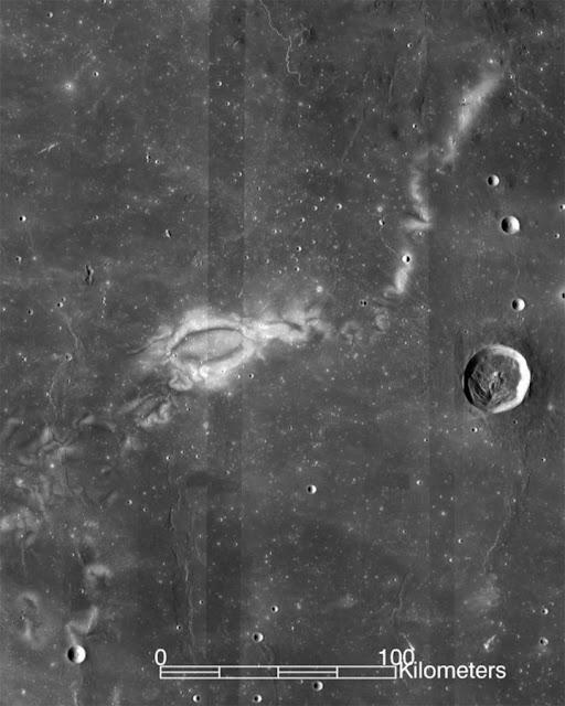 Imagem feita pela sonda Lunar Reconnaissance Orbiter mostra a região de Reiner Gamma
