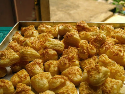 https://rebellinasanty.blogspot.co.id/2014/12/resep-dasar-puff-pastry-berlapis-lapis.html