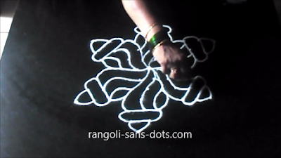 shankh-rangoli-with-dots-1211ai.jpg