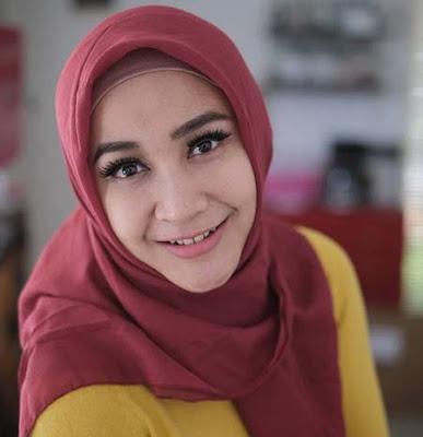 Inne Azri Pakai Hijab