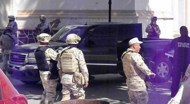 Ahora en Sonora comando de sicarios iba perseguido por Militares y Helicópteros irrumpiendo en plaza central del pueblo