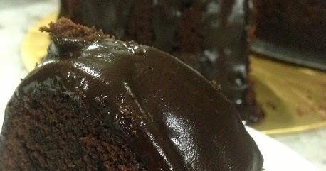 Deep Chocolate Sour Cream Pound Cake | 200 Recipes