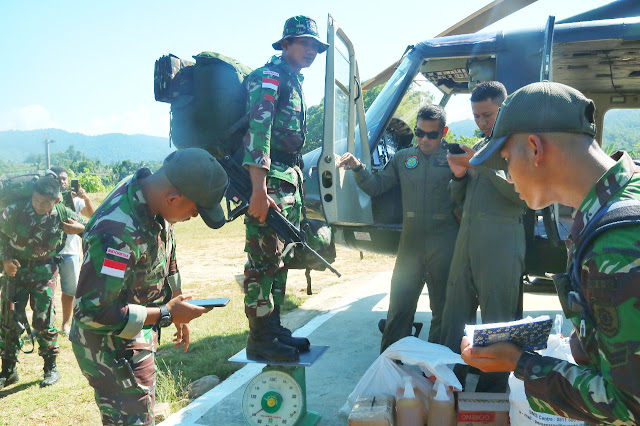 Medan Yang Sulit, Satgas Pamtas RI-Malaysia di Terbangkan ke Perbatasan dengan Helikopter